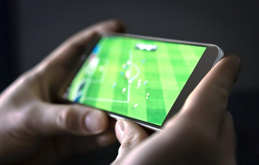 mecz ligi francuskiej na smartfonie